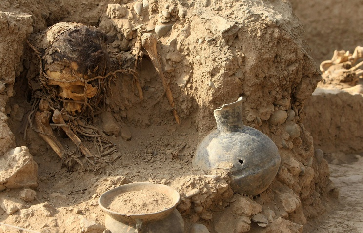 Кожа на лице мумии не повреждена, но кости под ним разделились за время пребывания в гробнице